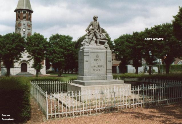 LES MONUMENTS AUX MORTS